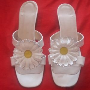 """Shoes - Double band Daisy Sandals  6.5m  2"""" heel"""